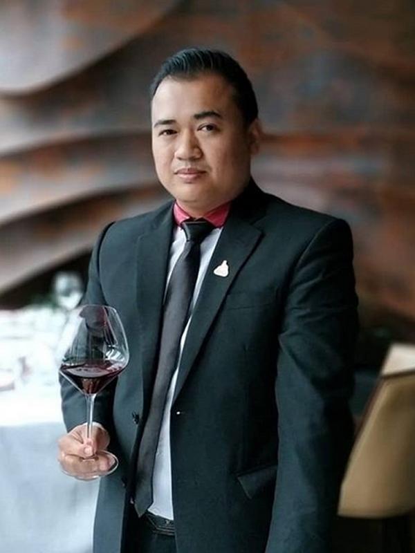 Indonesia Best Sommelier 2017 Iksan Tahdinal